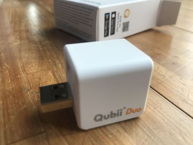 Maktar Qubii Duoの口コミ!充電しながらiPhone画像を自動バックアップ