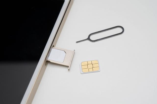 simカード入れ替え方:iphoneのsimカードを入れ替えてみる